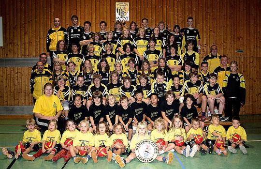 Auf dem vorläufigen Höhepunkt des Scheyerer Handballs. 2007 melden die Füchse sieben Mannschaften am Spielbetrieb.