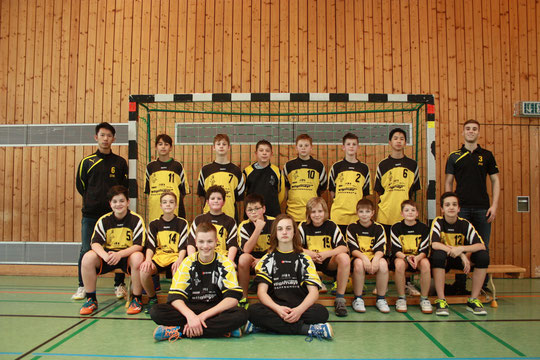 Die männliche C-Jugend 2015/2016 von den Betreuern Dennis Wang und Patrick Heimbach.