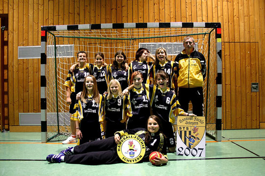 Die weibliche C-Jugend 2006/2007 von Trainer Karl Felbermeier.