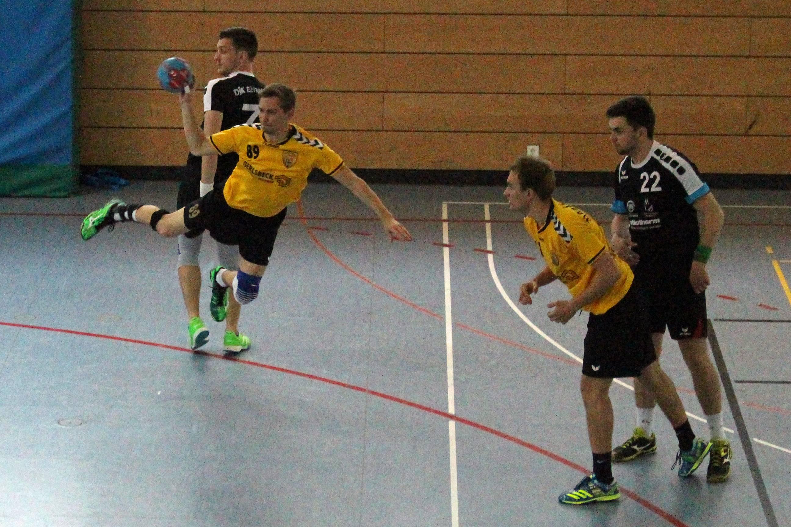 Sven Zach trifft für die Scheyerer Herrenmannschaft.