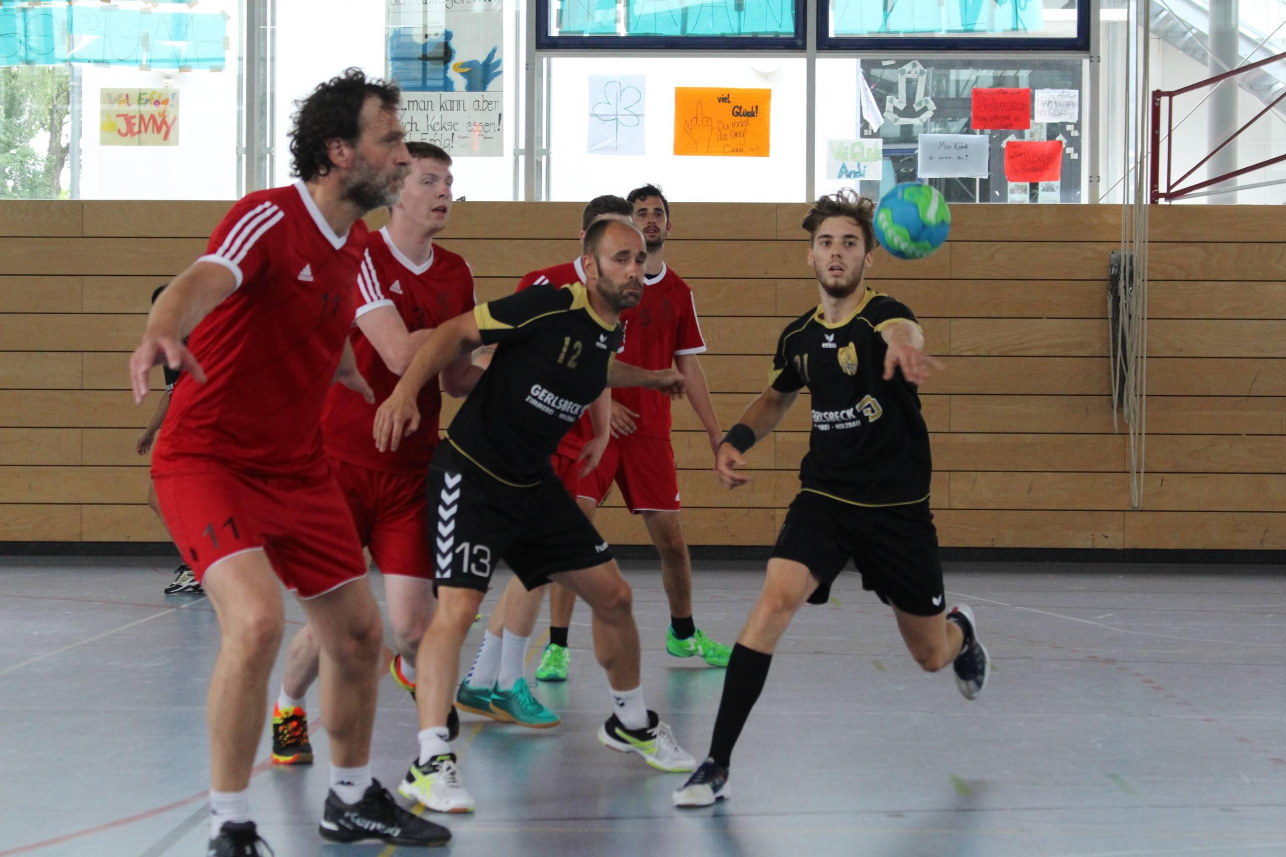 Die Handball-Füchse im Angriff.
