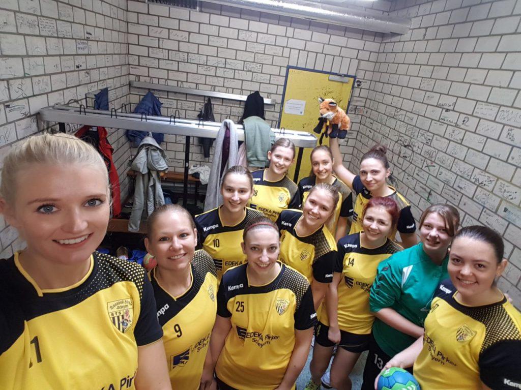Kabinen-Selfie der Scheyrer Damen nach dem Spiel gegen DJK Ingolstadt II