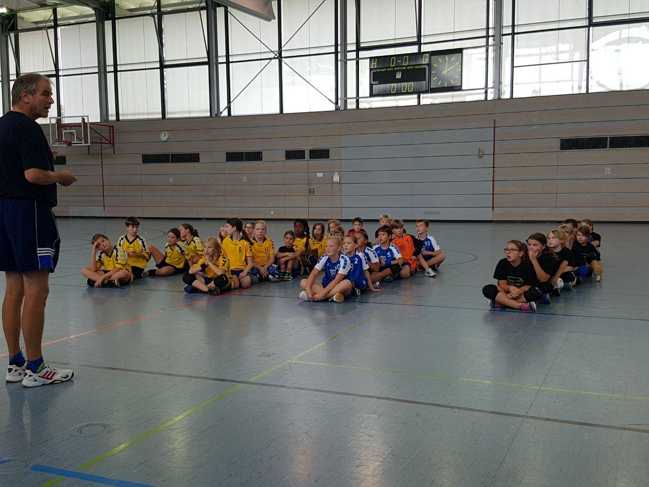 Die E-Jugend der Handball Füchse Scheyern nimmt am Turnier des MTV Pfaffenhofen teil.