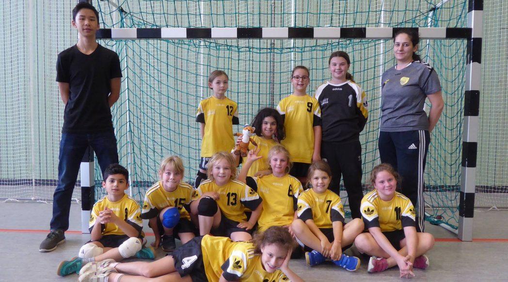 Die weibliche E-Jugend der Handball-Füchse Scheyern beim Turnier in Rohrbach.