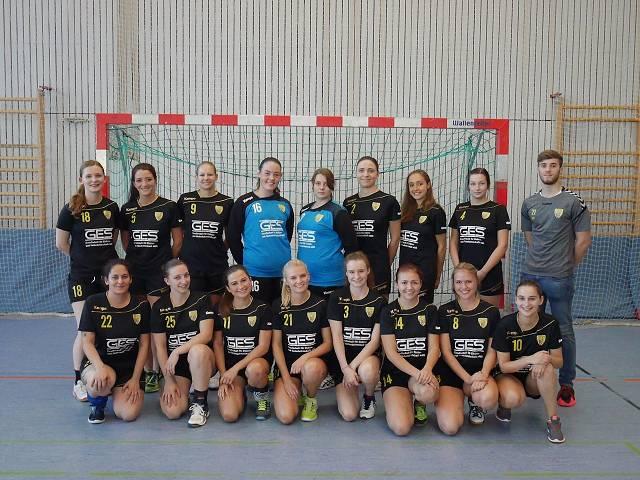 Die Scheyerer Damenmannschaft vor dem Spiel gegen Manching.