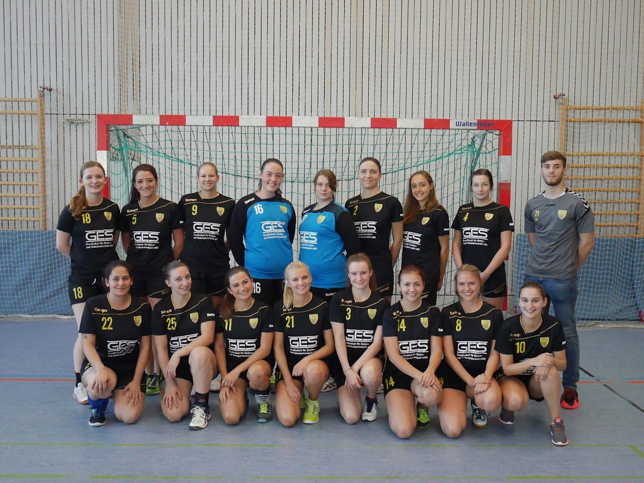 Die Damenmannschaft der Handball-Füchse in der Saison 2017/2018.