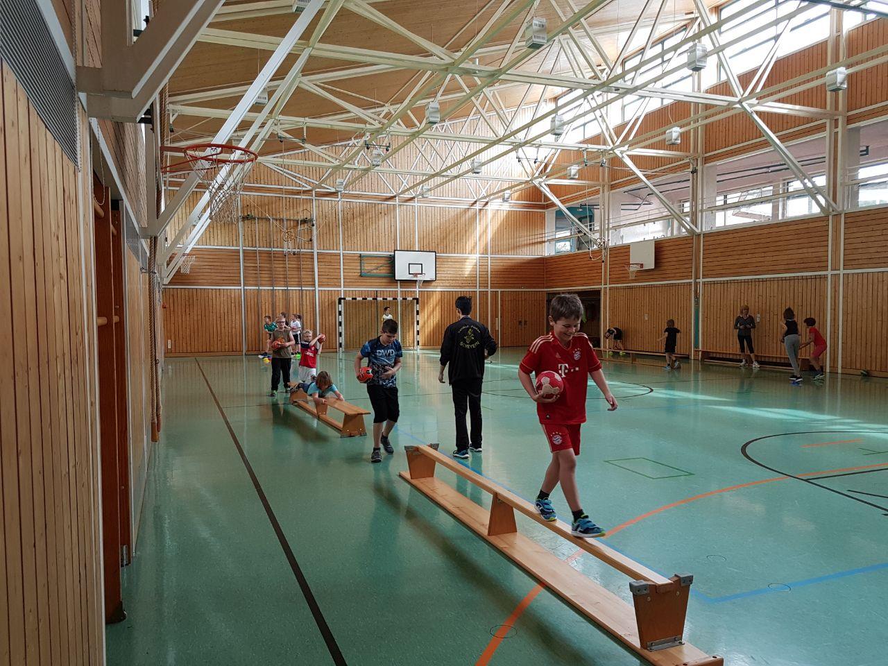 Grundschulaktion der Handball-Füchse in Gerolsbach