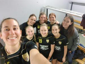 Die Damenmannschaft bei ihrem Testspiel gegen den TSV Aichach